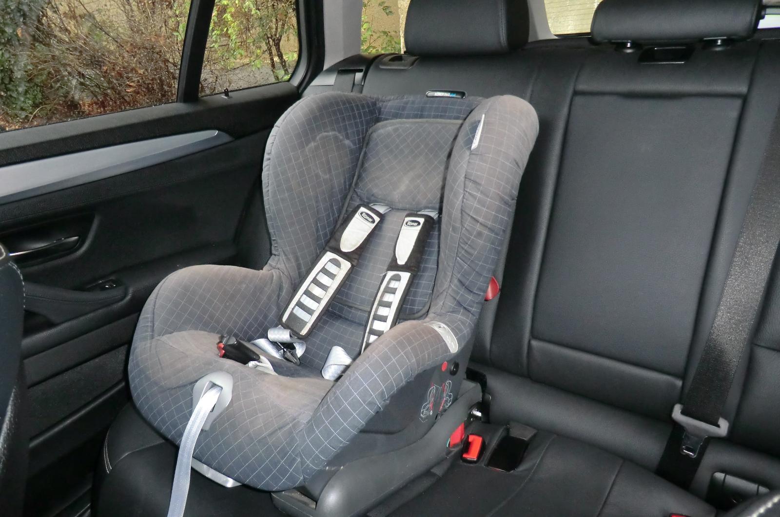 7bafb158d9 Józan szülő sosem viszi gyerekülés nélkül csemetéjét autóban. Pedig a  szabályzás megengedné: taxiban nem kötelező annak használata