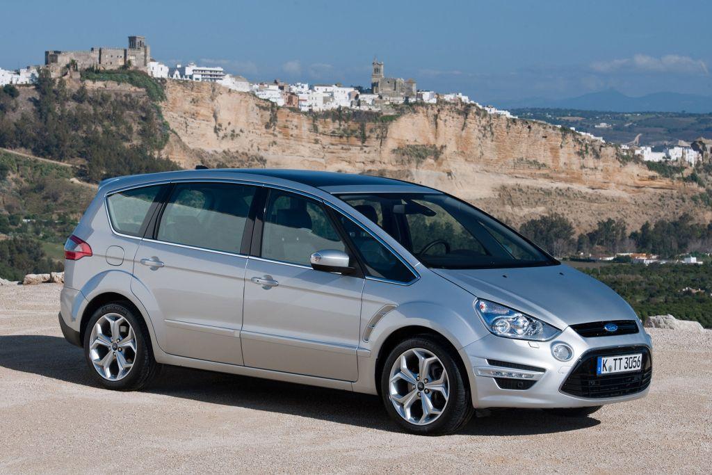 A Ford S Max és Galaxy Páros Egyaránt Adhat Elég Helyet 7 Felnőttnek Is Igaz Magasabbak Számára Inkább Utóbbi Komfortos