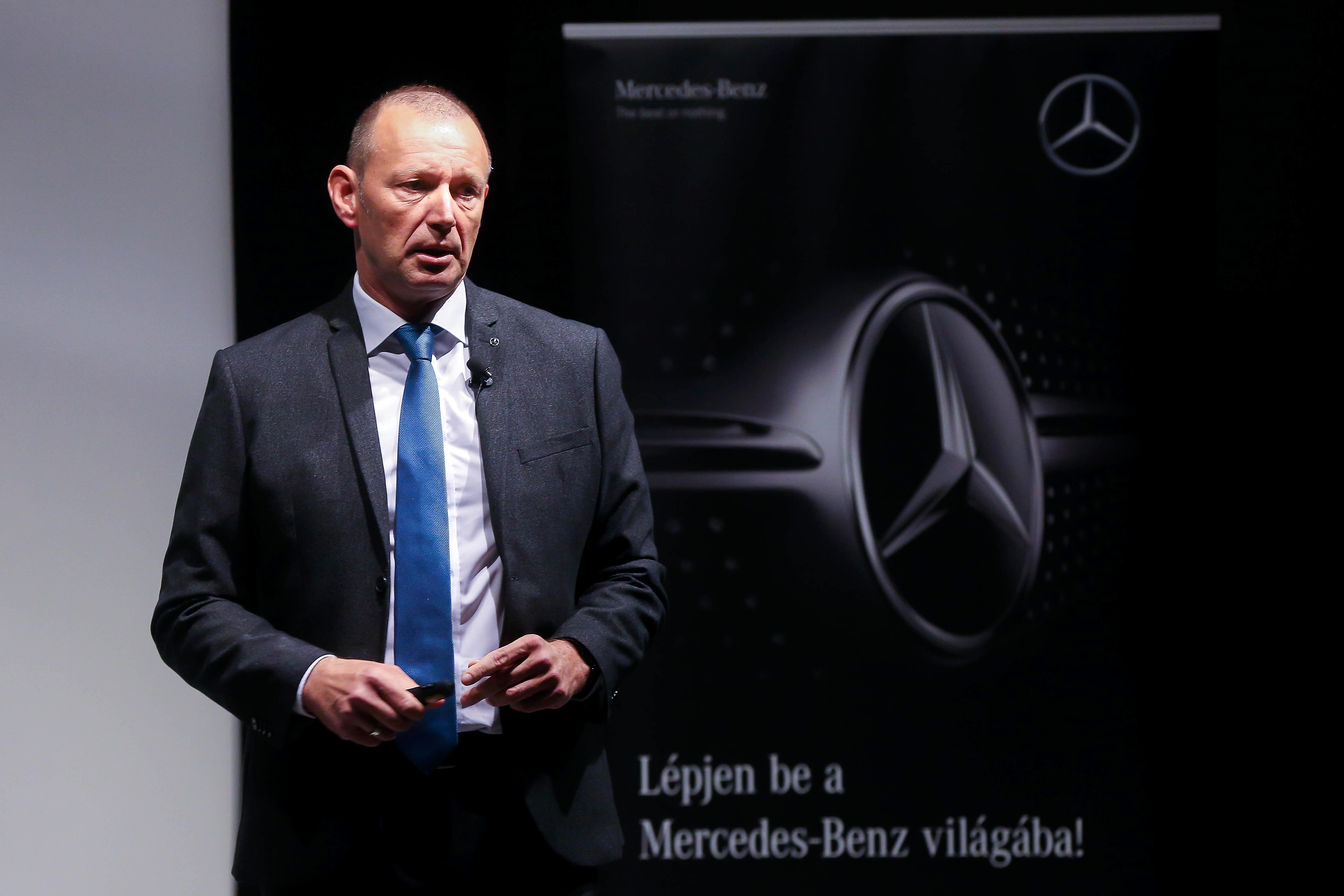 4aaa15e4b4a8 Győrfi Pál immár nem csupán az OMSZ szóvivője, a Mercedes-Benz Hungária  közlekedésbiztonsági nagykövete is. Húsvét előtt különösen fontos  hangsúlyozni: ...