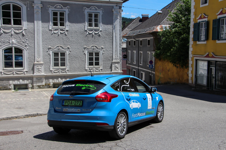... a harmadik helyezett Tesla (Jiri Vlk és Milan Rajchl) különlegessége  pedig az a2a1102d17