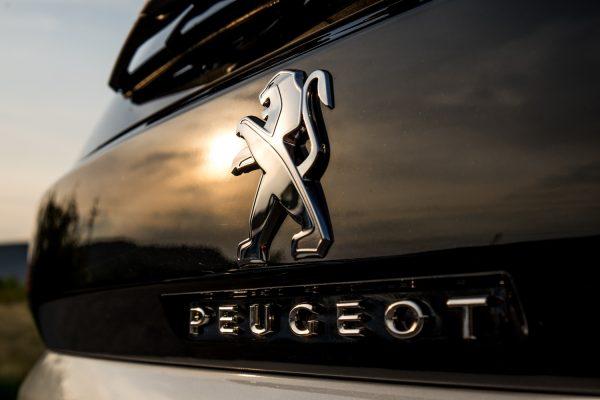 PEUGEOT 5008