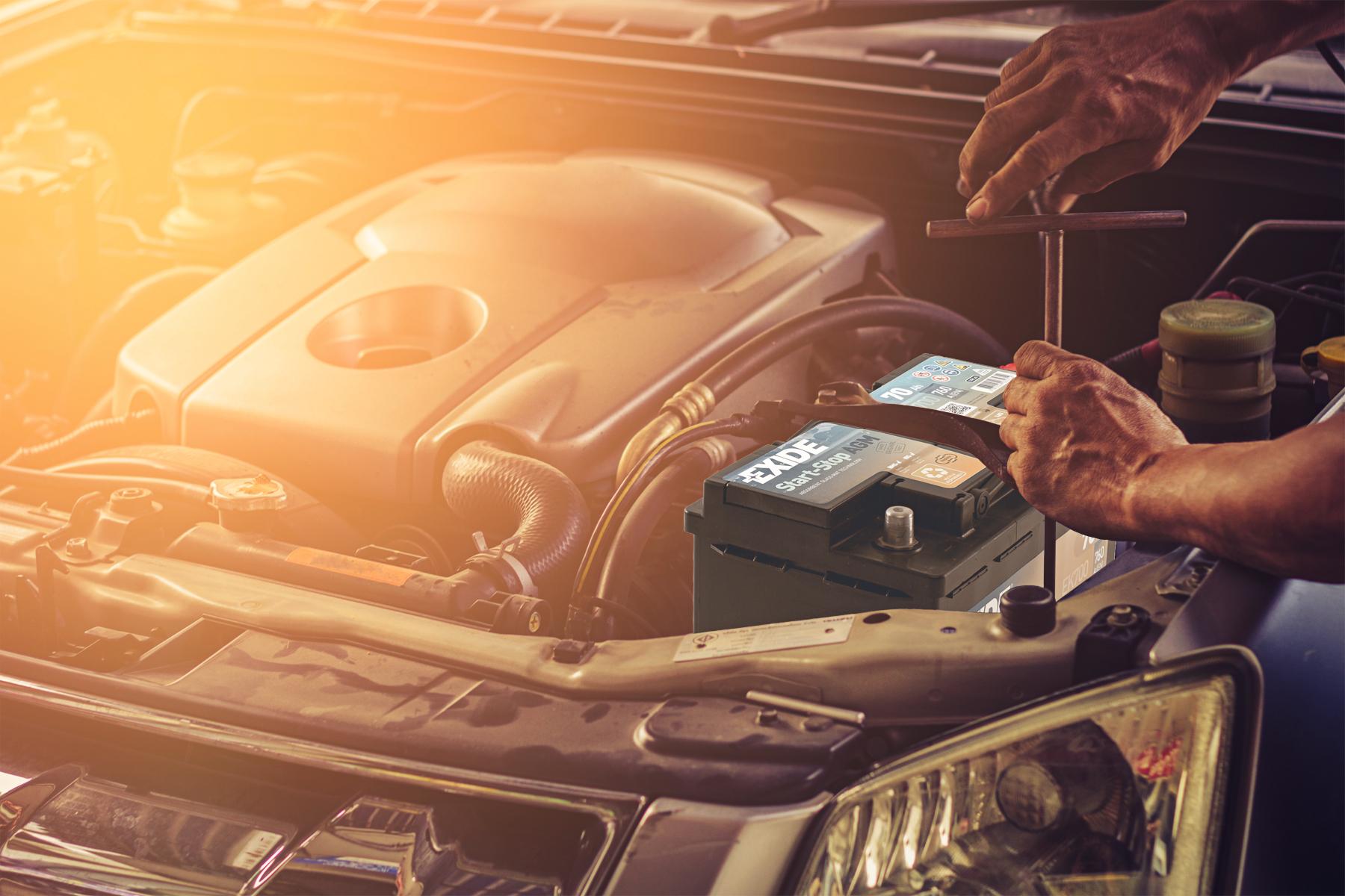 Járó motor tölti az akkumulátort