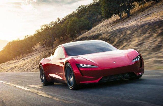 Brutális gyorsulást hoz az új Tesla Roadster, van jó kamion is