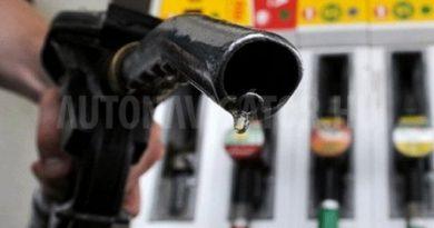 Szokatlanul nagyot esik a benzin ára