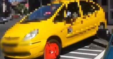 Röhögjünk együtt a kerékbilinccsel küzdő pesti taxison