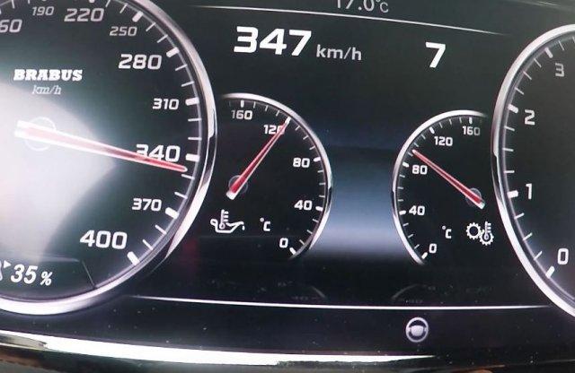 Így gyorsít 347 km/órára 900 lóerő