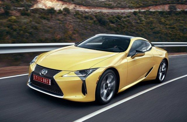 Két tonna alatti súllyal és biturbó V8-assal jöhet a Lexus LC F