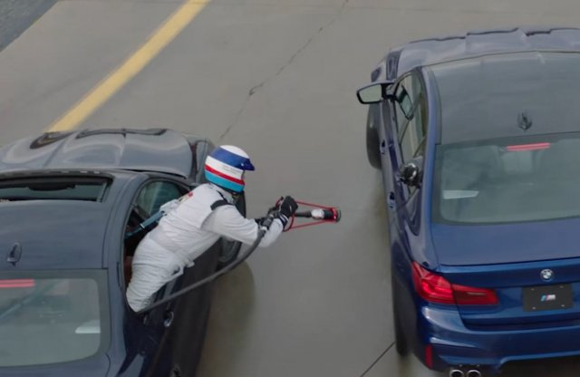 Drift közben tankolták a rekorder BMW M5-öt