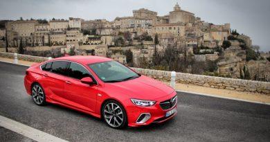 Sportautónak majdnem, GT-nek kiváló – Opel Insignia GSi