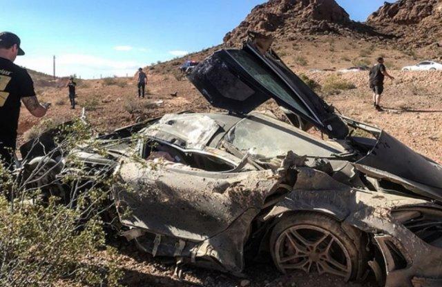 Sivatagban zúztak le egy McLarent