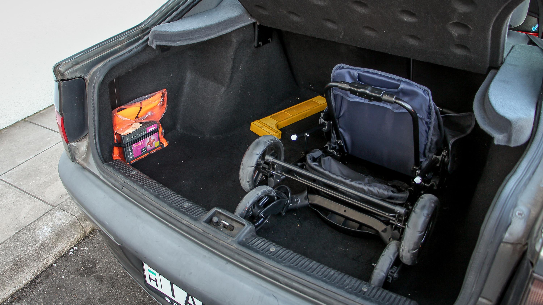 Csont nélkül befér egy babakocsi és még nagyon sok más a 455 literes  csomagtartóba 6c08964990