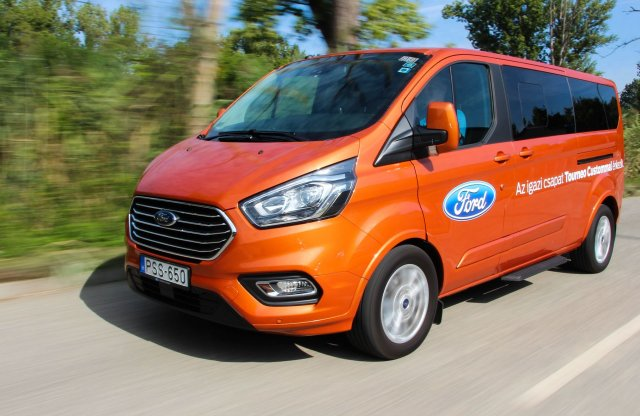 Túrázó Transit – Ford Tourneo Custom teszt