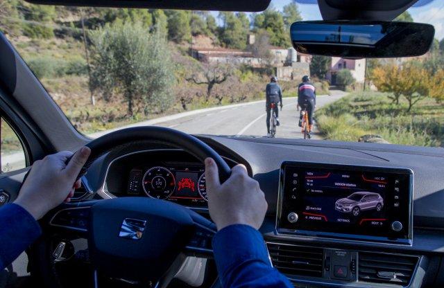 Nem csak viheti, meg is védheti a kerékpárosokat a SEAT Tarraco