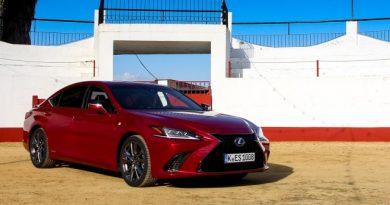 A büszkeség nagy úr – Lexus ES 300h