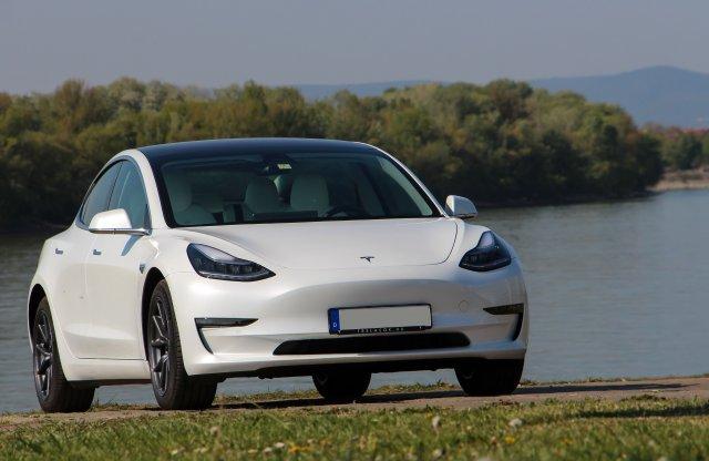A világ kedvenc villanyautója: Tesla Model 3