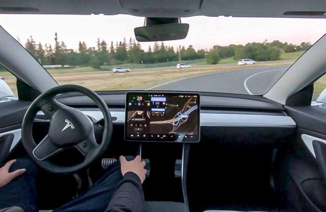 Mostantól minden új Tesla képes a teljes önvezetésre