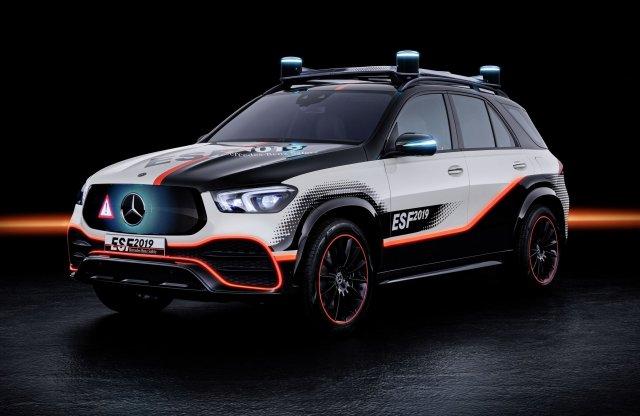Szintet lép a Mercedes a biztonság terén