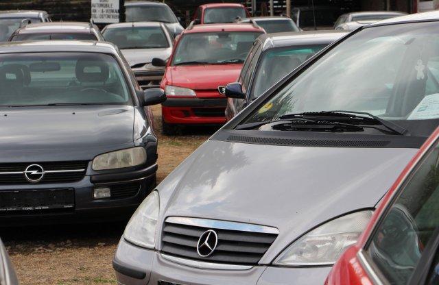 Adóváltoztatással tisztítaná az autóparkot a kormány