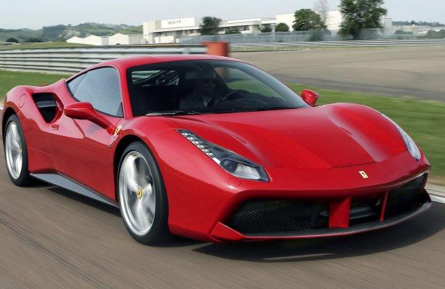 A Ferrari V8-asa az Év Motorja