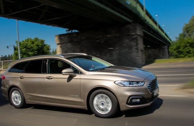 Jó ajánlat a dízel helyett is! Ford Mondeo Hybrid Kombi teszt