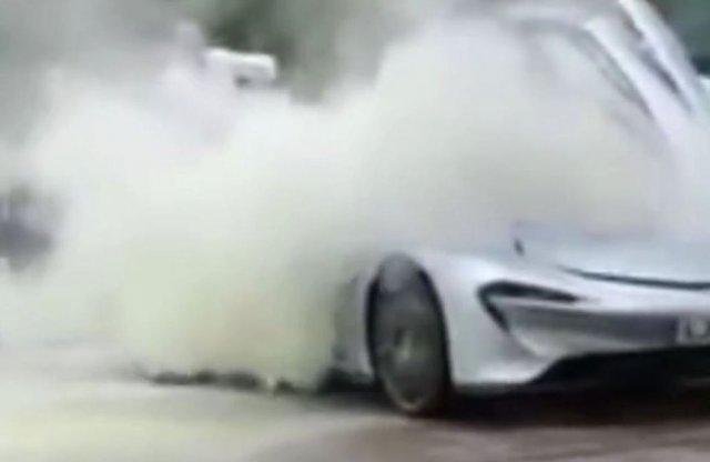 Csúnyán elfüstölt ez a McLaren Speedtail Prototype
