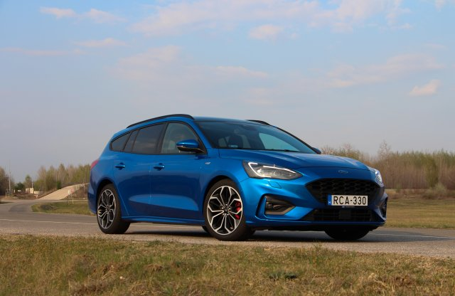Ez már nem csak a pálinkába jó – Ford Focus kombi ST-Line