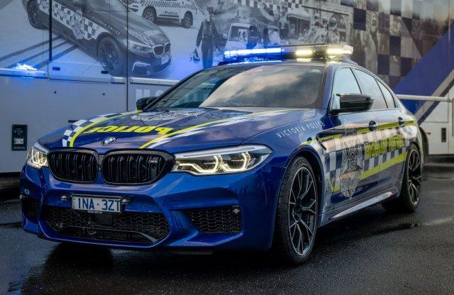 Dögös 5-ös jár az ausztrál rendőrségnek