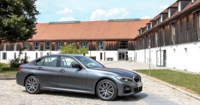 Sportosságból nincs hiány – Kipróbáltuk az új BMW 330e-t