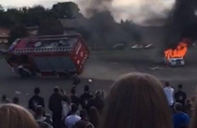 Diákok előtt borult fel egy tűzoltóautó