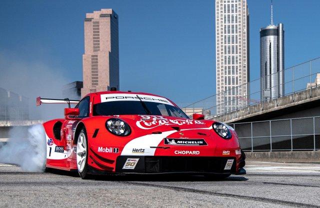 Kólavörösbe öltözik a Porsche 911 RSR