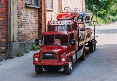 Skodáktól roskadozó, pedálos Tatra a nap videójában!