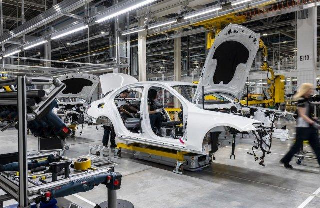 Elbocsátásokat tervez a Mercedes?