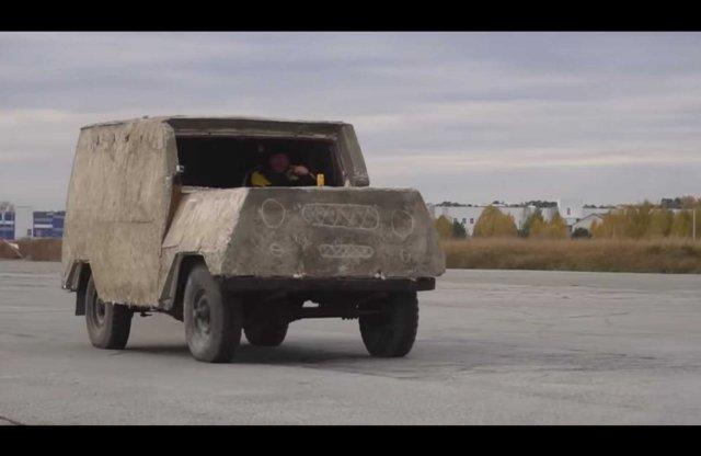 Nincs keményebb a betonba öntött UAZ-nál