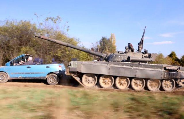 Így ment át a tank Hide the Pain Harold Fiat Multipláján