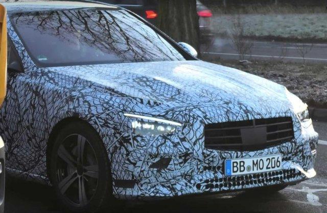 Egyre többet láthatunk az új Mercedes C-osztályból