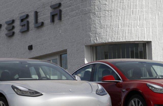 100 milliárd dollárt ér a Tesla!