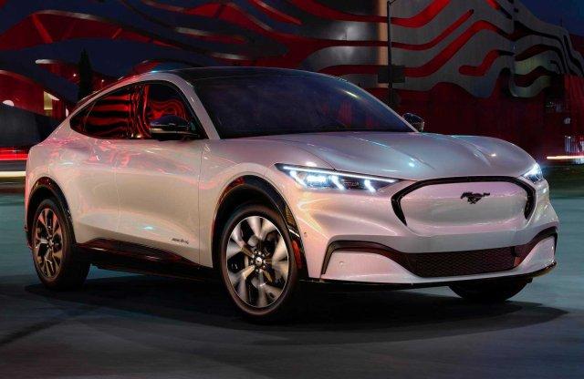 Európában kezdik a Ford Mustang Mach-E forgalmazását