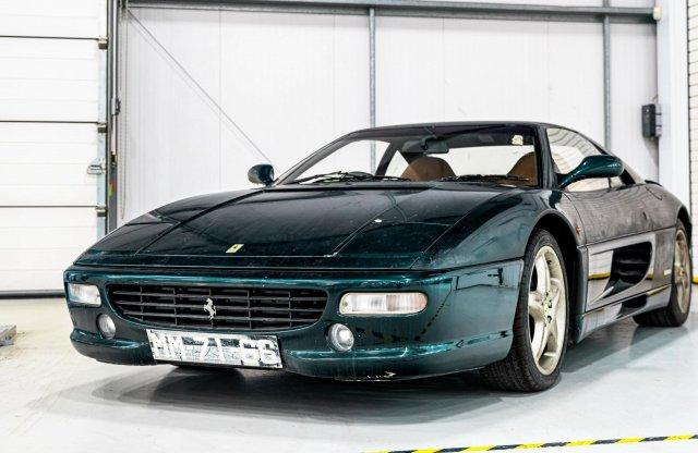 Örömhír: megmentettek egy 12 éve porosodó Ferrari F355-öt