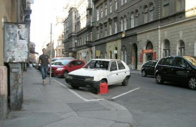 Forgalmat nem akadályozhatnak a kerékbilincselt autók
