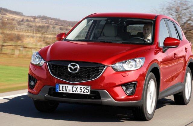 Már 8 éve velünk van a Mazda CX-5 – milyen olaj kell bele?