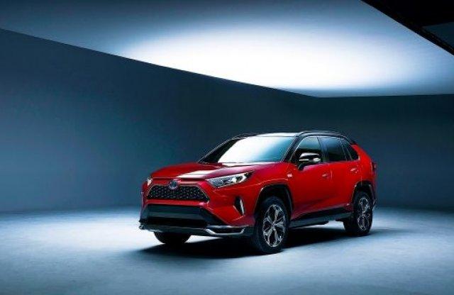 Mindeközben – A Toyota forradalmasítja az autófényezést!