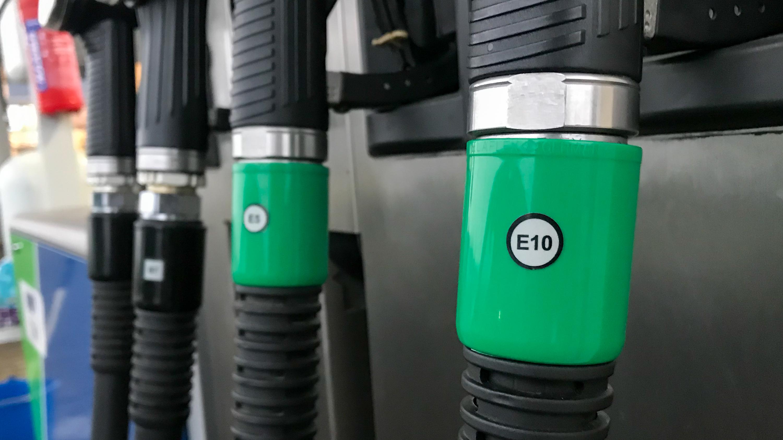 Bírja az autód az E10-et? Csekkold le!