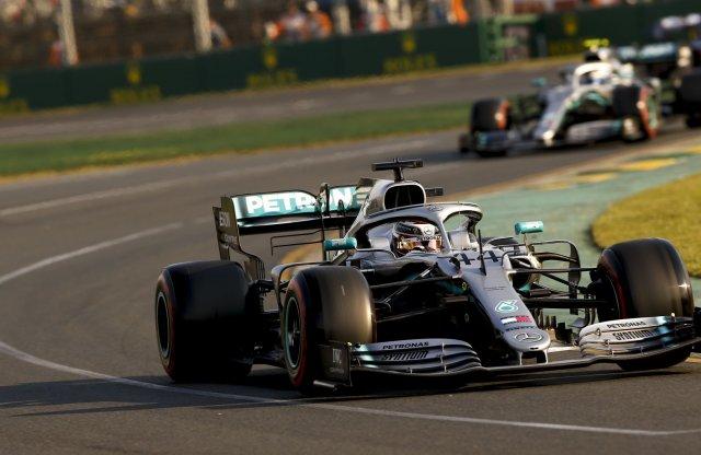 A Mercedes F1-es csapata felvette a harcot a koronavírussal