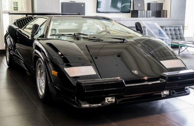 Eladó egy szinte új Lamborghini Countach