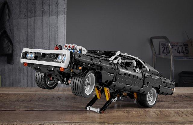 Izomautó kicsiben – Dodge Charger LEGO kockákból
