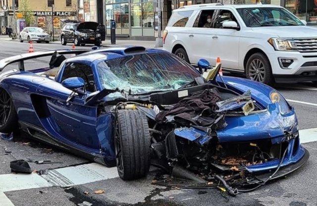 Videón, ahogy rommá törnek egy ritka Porschét New Yorkban