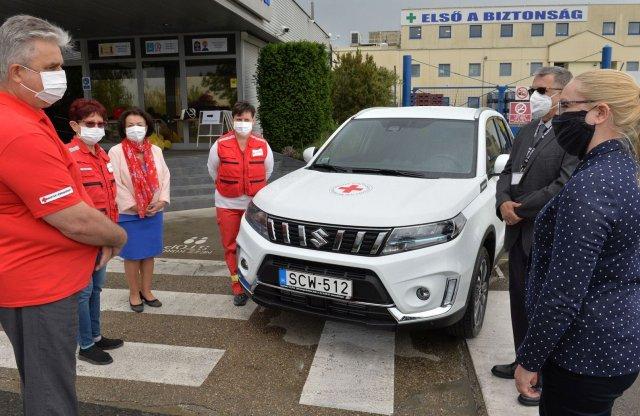 Vitarát ad a Suzuki a Magyar Vöröskeresztnek