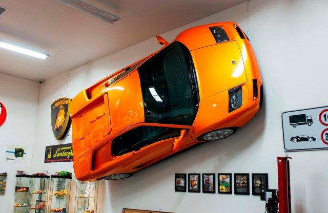 Hiányzik valami a faladról? Akaszd ki ezt a Lamborghinit!