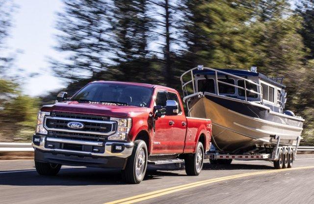 7,3 literes V8-as motort is vehetsz a Fordtól