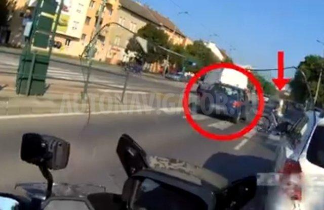 Ezúttal motorral eredtek a szabálytalankodók után a rendőrök